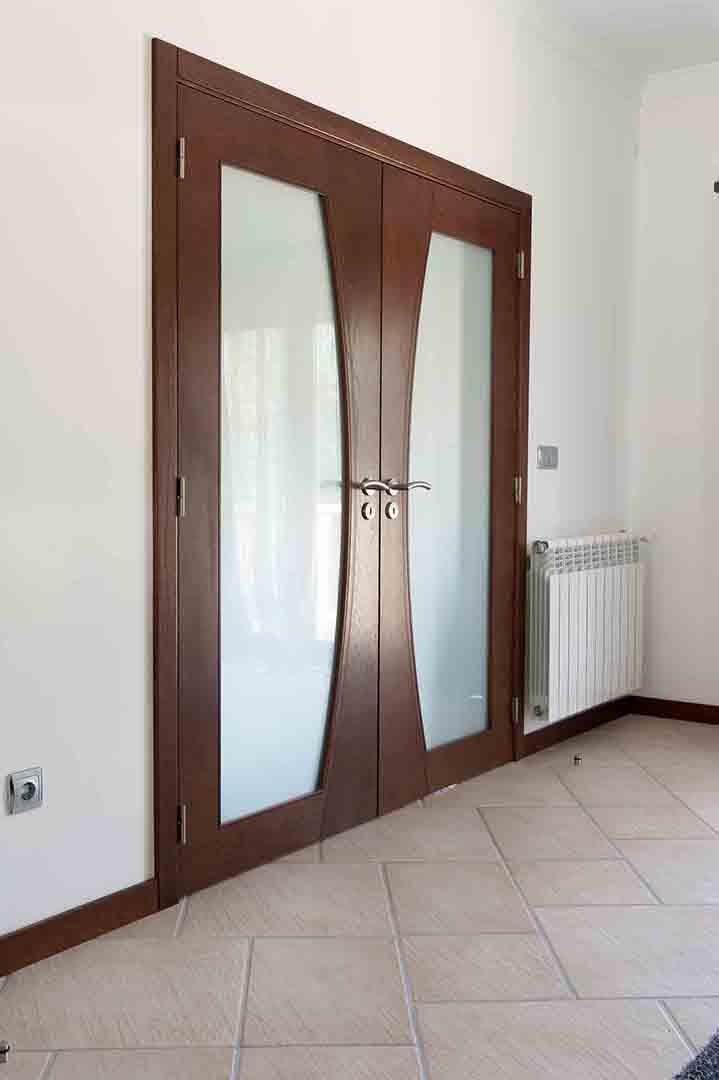 Porta de batente com 2 folhas em Wengé e Vidro Fosco