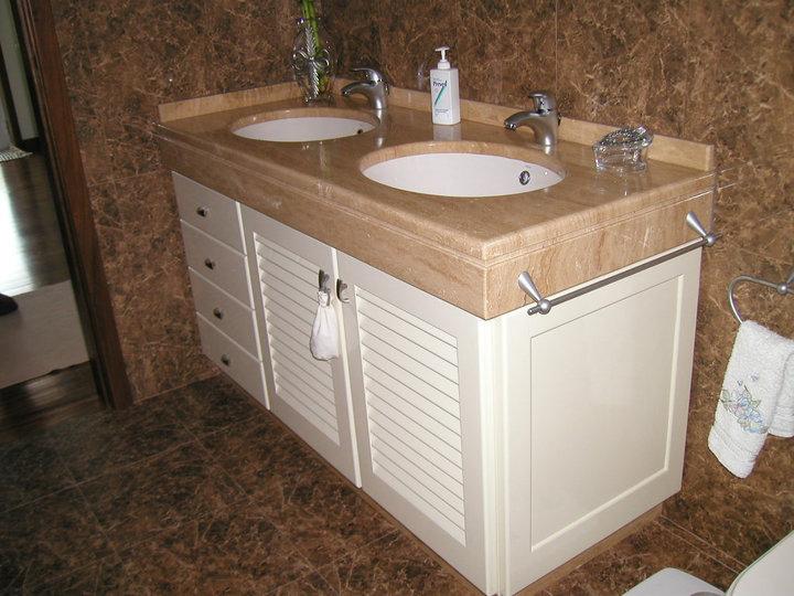 Móvel de Casa de Banho em Madeira Lacada