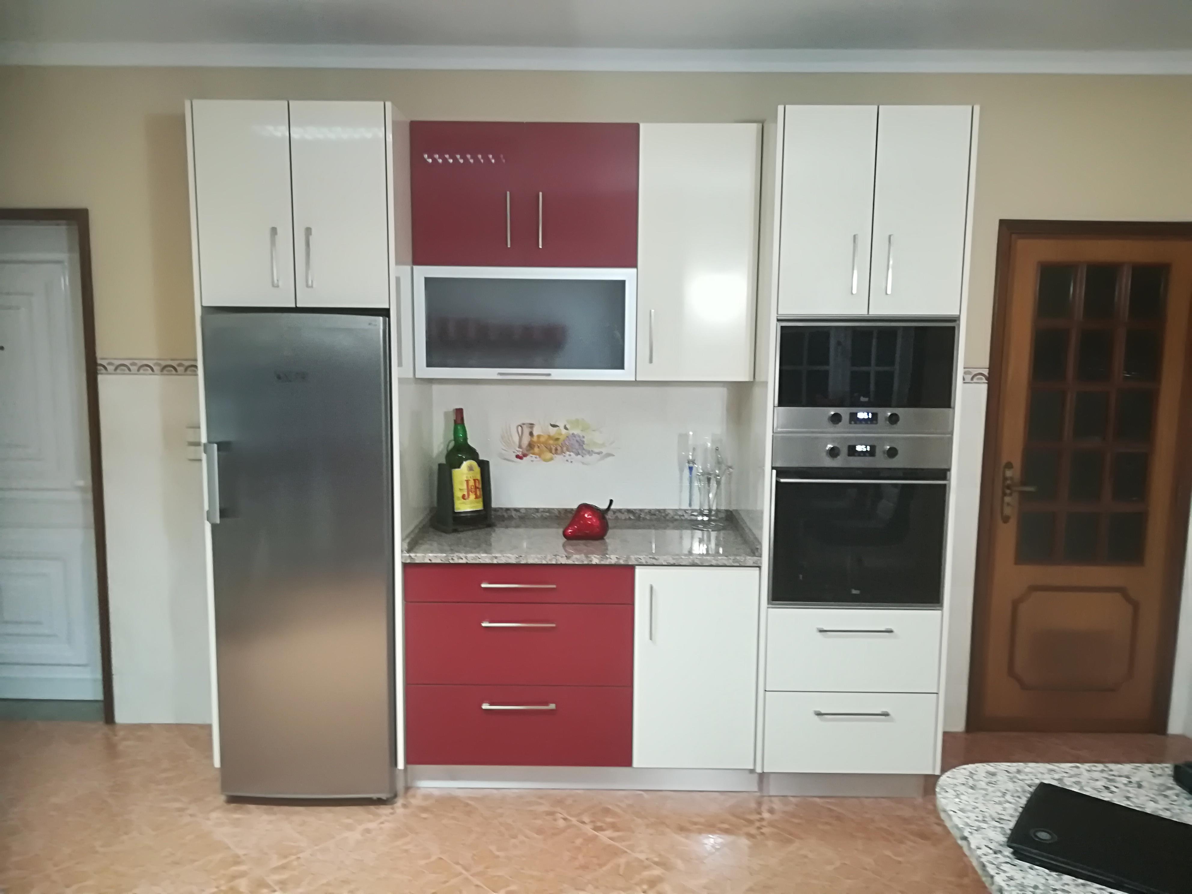 Cozinha em Termolaminado Bordeaux e Creme Marfil Brilho