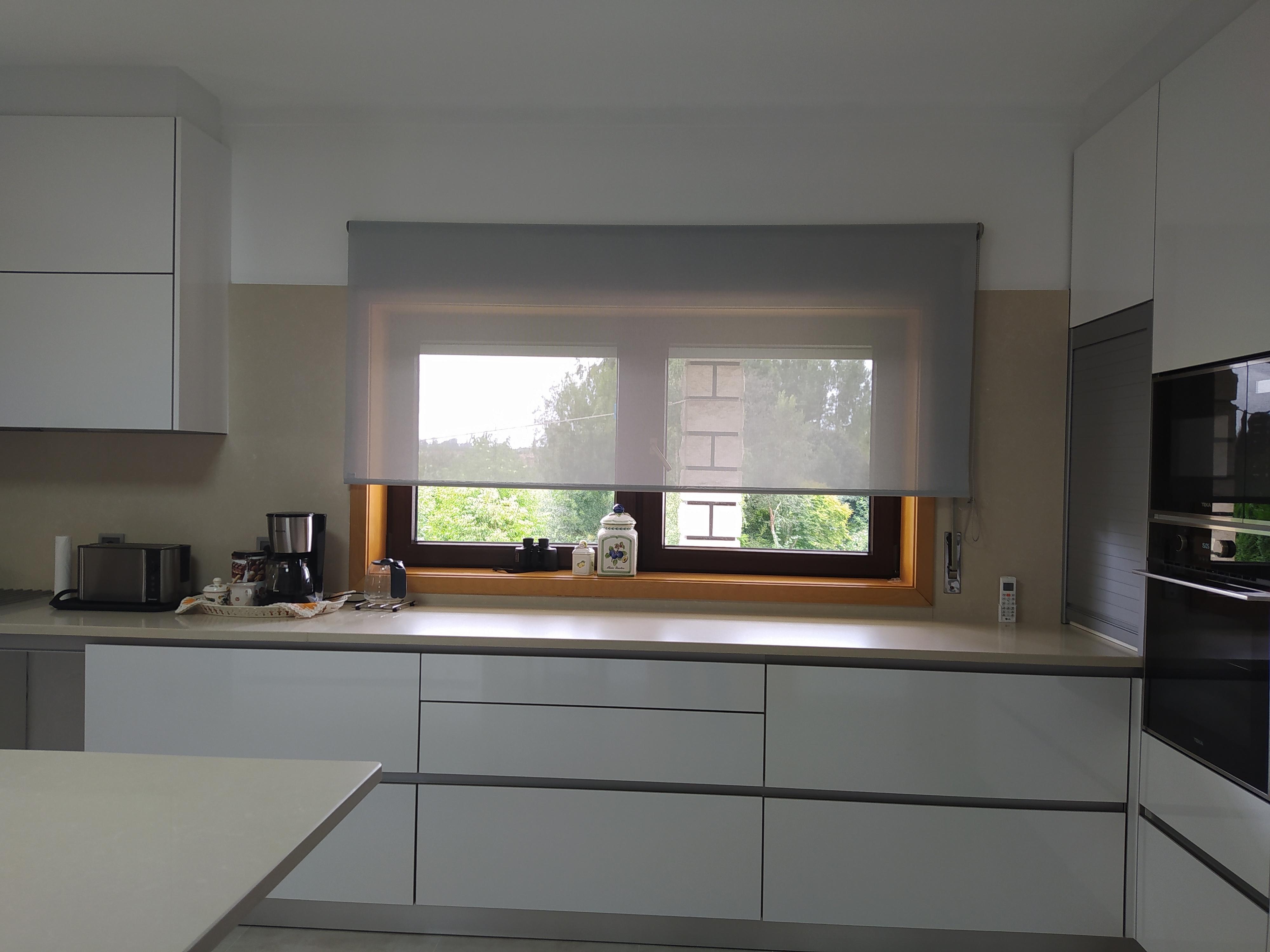 Cozinha em Termolaminado Branco Brilho com puxador de perfil em alumínio